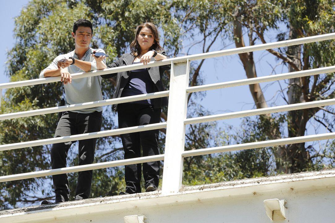Zwei Amerikanerinnen verschwinden auf ihrem Weg nach Bangkok plötzlich von der Bildfläche. Matt (Daniel Henney, l.), Mae (Annie Funke, r.) und der R... - Bildquelle: Trae Patton 2015 American Broadcasting Companies, Inc. All rights reserved.