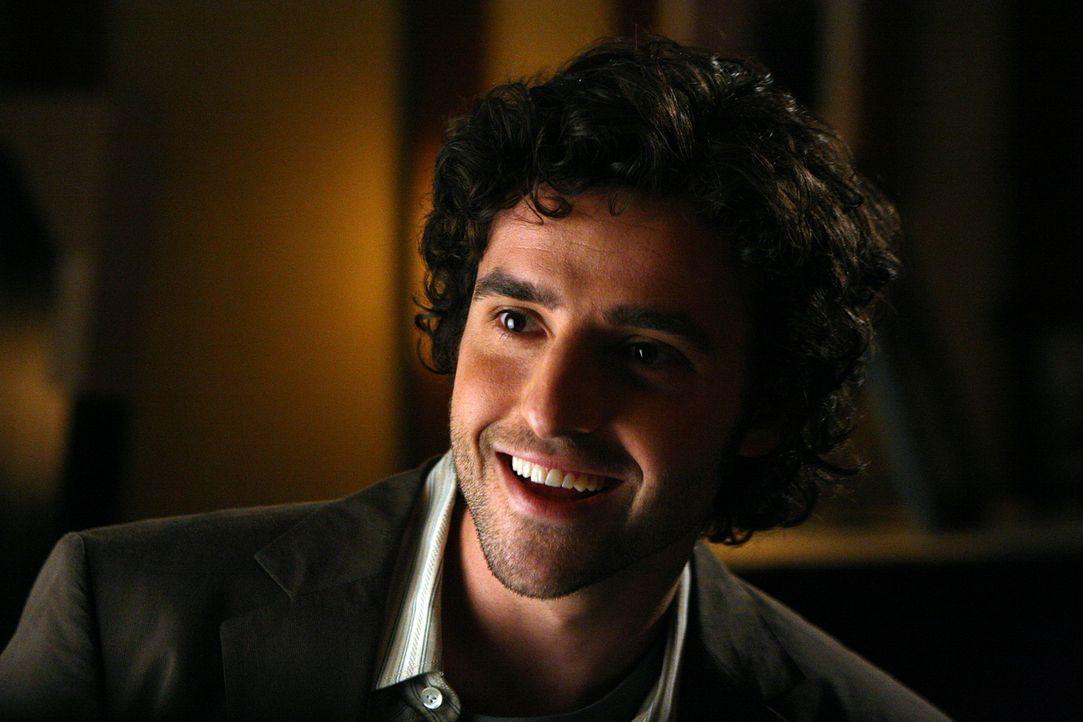 Ist seinem Bruder bei den Ermittlungen in einem neuen Fall behilflich: Charlie (David Krumholtz) ... - Bildquelle: Paramount Network Television