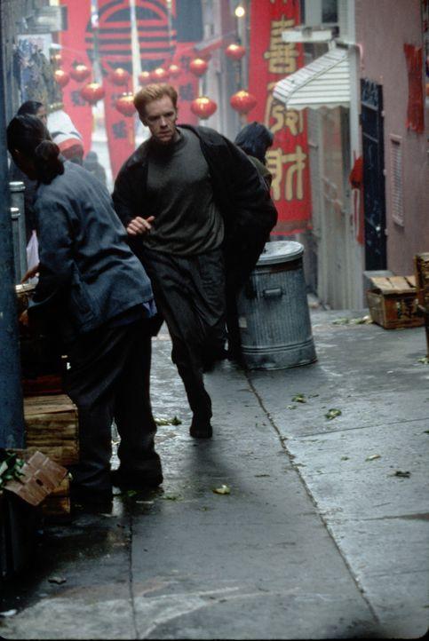 Als David (David Caruso) noch einmal mit seiner wichtigsten Zeugin unterhalten möchte, wird diese vor seinen Augen überfahren. Wütend nimmt er di... - Bildquelle: Paramount Pictures