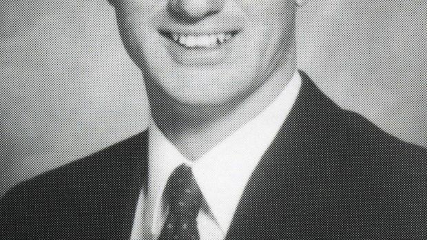 Michael Turpin wird von Freunden und Kollegen seiner Frau ermordet, nachdem d...