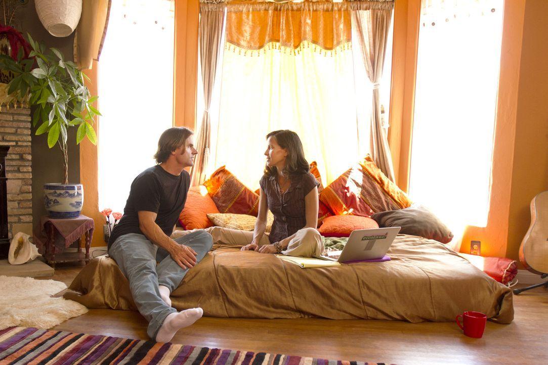 Michael (l.) trifft sich seit ein paar Monaten mit Rachel. Kamala (r.) bittet schließlich zu einem Gespräch, denn sie möchte Rachel mehr in die Fami... - Bildquelle: Showtime Networks Inc. All rights reserved.