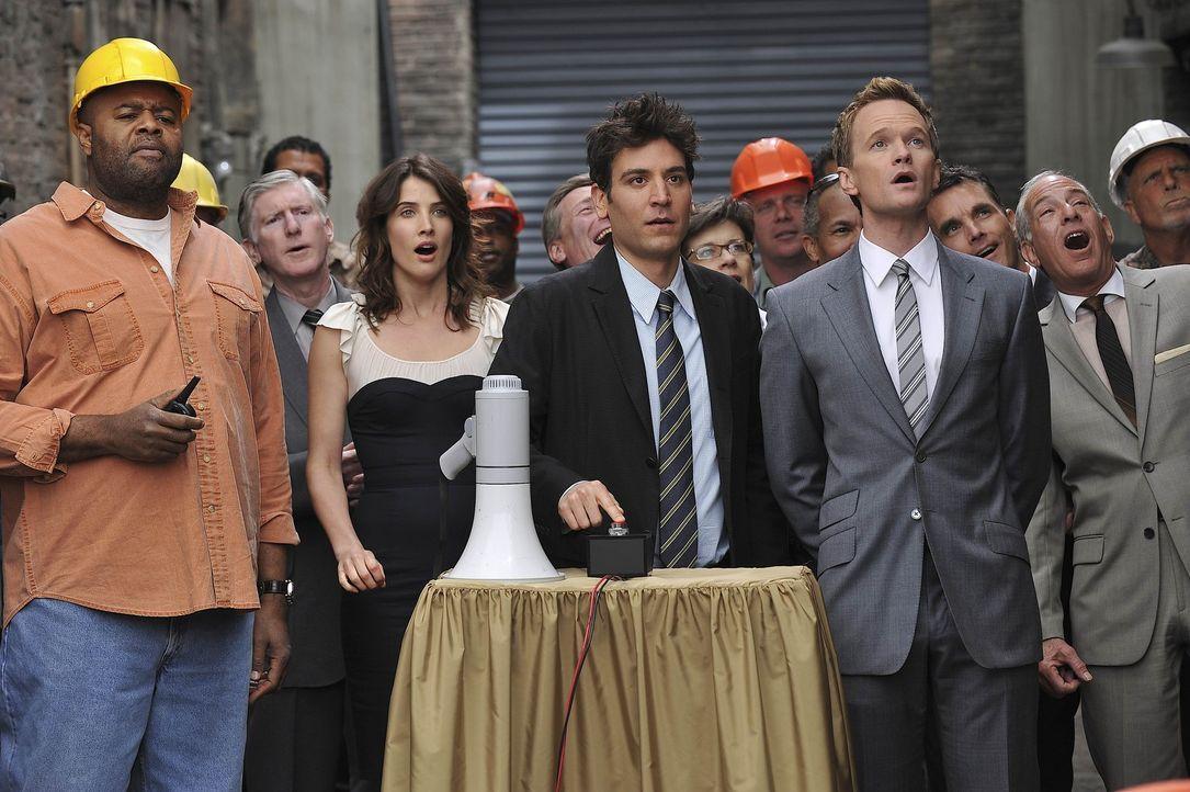 Der Tag der Sprengung ist gekommen und Barney überlässt Ted den Vortritt, den Knopf zu drücken. Außerdem macht er im noch einmal klar, dass Neue... - Bildquelle: 20th Century Fox International Television