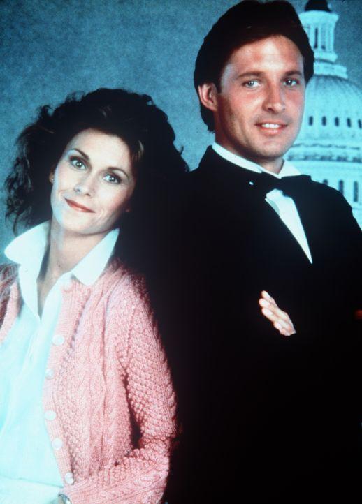 Ein unschlagbares Team: die Hausfrau Amanda King (Kate Jackson, l.) und der Geheimagent Lee Stetson (Bruce Boxleitner, r.). - Bildquelle: CBS Television