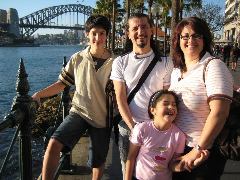 """Vor sieben Jahren war der Schwabe Gültekin Kiltan zum ersten Mal in Australien, seit dem schwärmt er seiner Familie vom besseren Leben """"Down Under""""... - Bildquelle: kabel eins"""