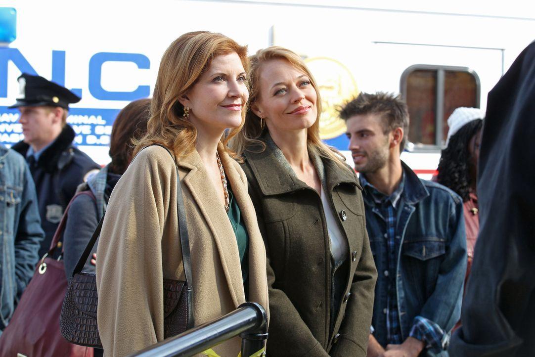 Während das NCIS-Team auf der Suche nach Antworten in einem neuen Fall ist, bekommt Gibbs Besuch von seinen zwei Ex-Frauen Rebecca Chase (Jeri Ryan,... - Bildquelle: CBS Television