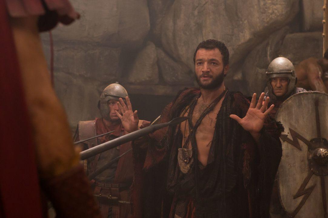 Als Ashur (Nick E. Tarabay) die Chance wittert, Spartacus und seine Männer zu stellen, wagt er sich in die gefährlichen Minen. Schon bald hat er ein... - Bildquelle: 2011 Starz Entertainment, LLC. All rights reserved.
