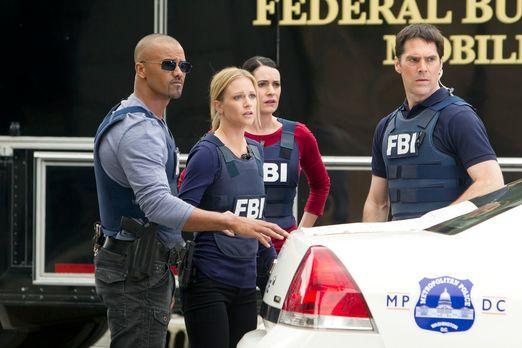 Criminal Minds - Ermitteln in einem neuen Fall: Morgan (Shemar Moore, l.), JJ...