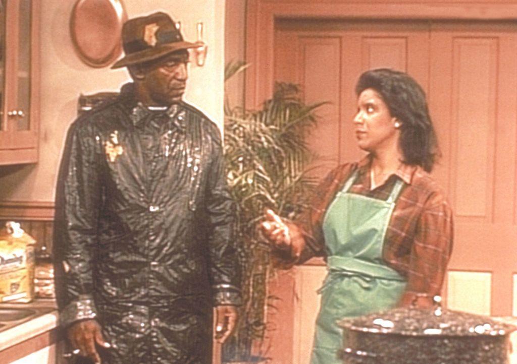 Zum zweiten Mal hat Cliff (Bill Cosby, l.) wesentliche Zutaten für das Thanksgiving-Essen vergessen, so dass Clair (Phylicia Rashad, r.) ihn wieder... - Bildquelle: Viacom
