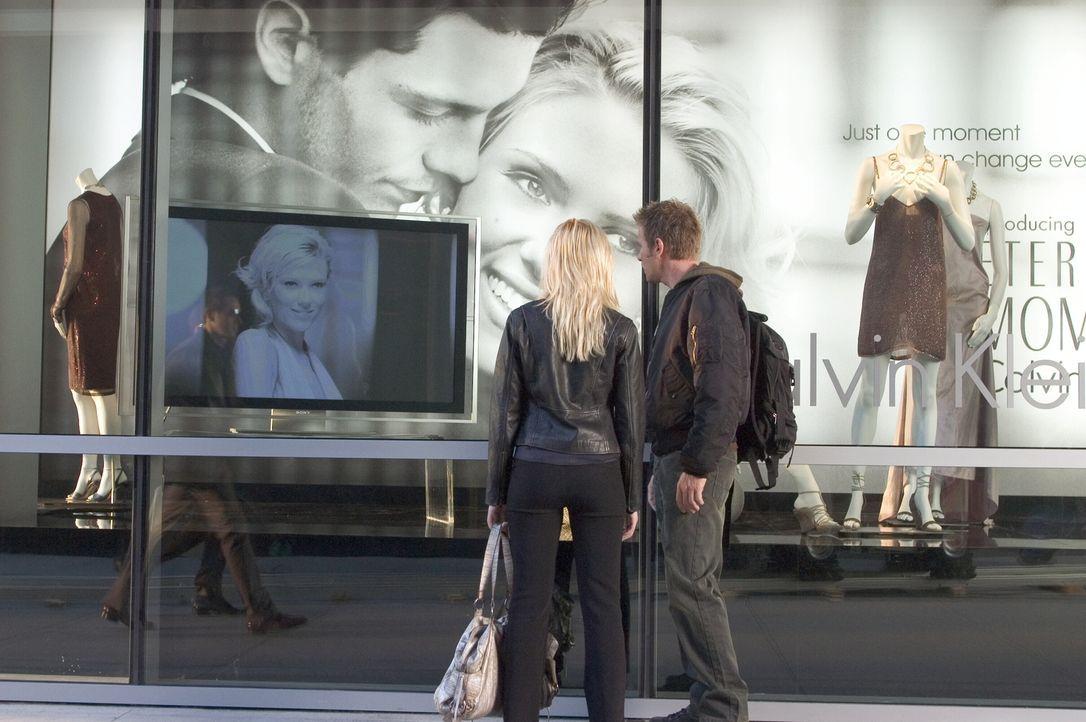 Lincoln (Ewan McGregor, r.) und Jordan (Scarlett Johansson, l.) entdecken, dass sie Klone sind, die nur so lange leben dürfen, bis sie als menschlic... - Bildquelle: Warner Bros. Television