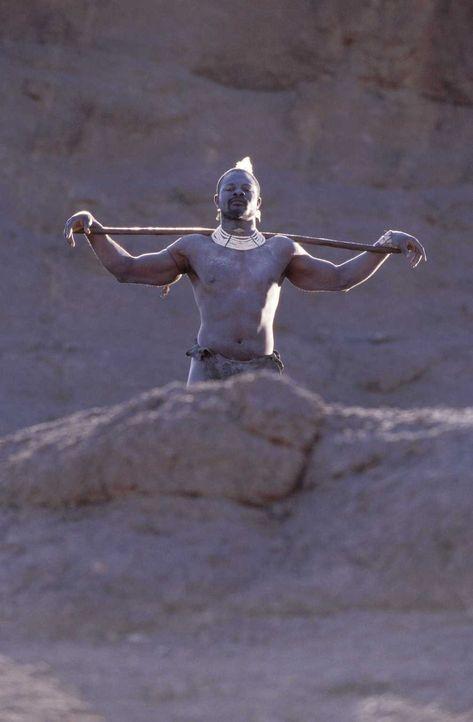 Der Angst einflößende Wüstenkrieger Abou Fatma (Djimon Hounsou) fürchtet zunächst weder Tod noch Teufel ... - Bildquelle: Jaap Buitendijk Concorde Filmverleih. All rights reserved.