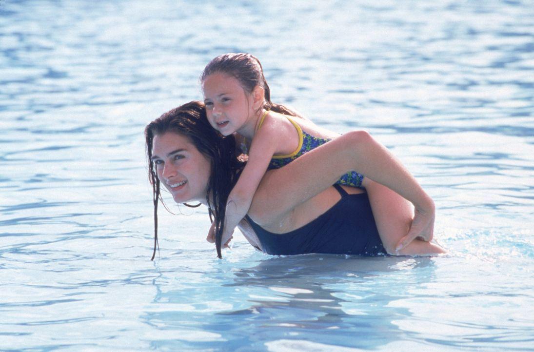 Janine Nielssen (Brooke Shields, l.) verbringt jede freie Minute mit ihrer Tochter Heather (Jordy Benattar, r.). - Bildquelle: CPT Holdings, Inc.  All Rights Reserved.