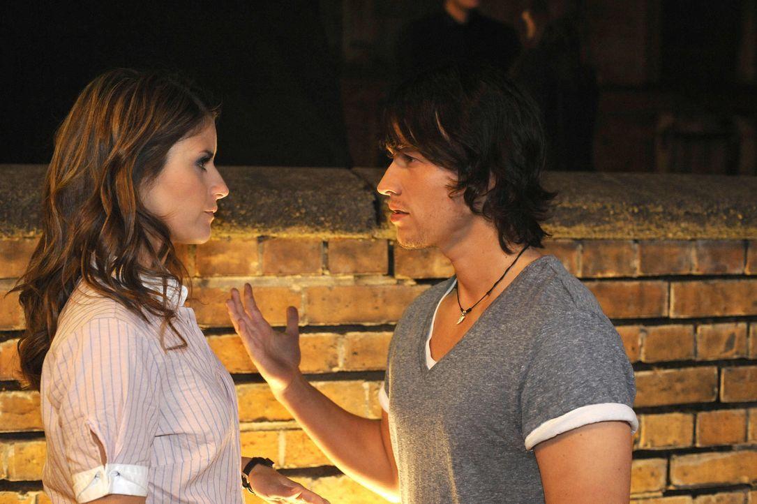 Können ihrer Anziehungskraft nicht widerstehen: Bea (Vanessa Jung, l.) und Ben (Christopher Kohn, r.) ... - Bildquelle: SAT.1