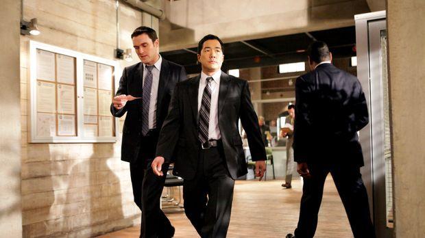 Ein neuer Mordfall beschäftigt Wayne (Owain Yeoman, l.) und Kimball (Tim Kang...