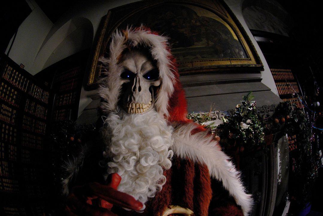 Weihnachten in der Scheibenwelt: Der Schneevater ist spurlos verschwunden! Damit aber am nächsten Morgen die Sonne wieder aufgeht, wirft sich Tod (... - Bildquelle: RHI Entertainment