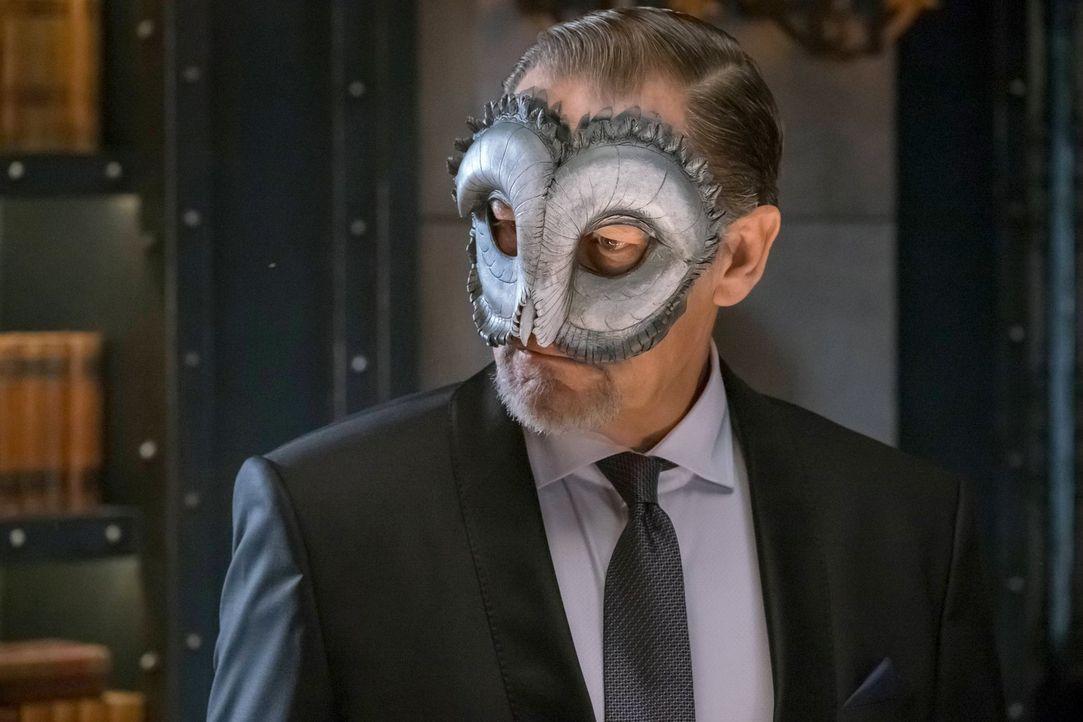 Möchte er wirklich den Rat und die Zerstörung Gotham aufhalten? Frank Gordon (James Remar) ... - Bildquelle: Warner Brothers