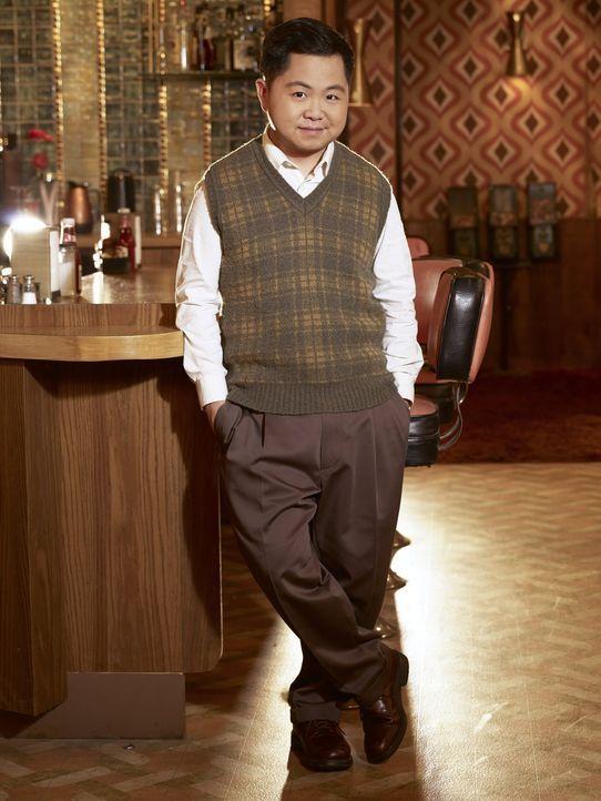 (6. Staffel) - Was wird sich für Han (Matthew Moy) ändern, wenn Caroline und Max Teilhaber an seinem Diner sind? - Bildquelle: Warner Bros. Television