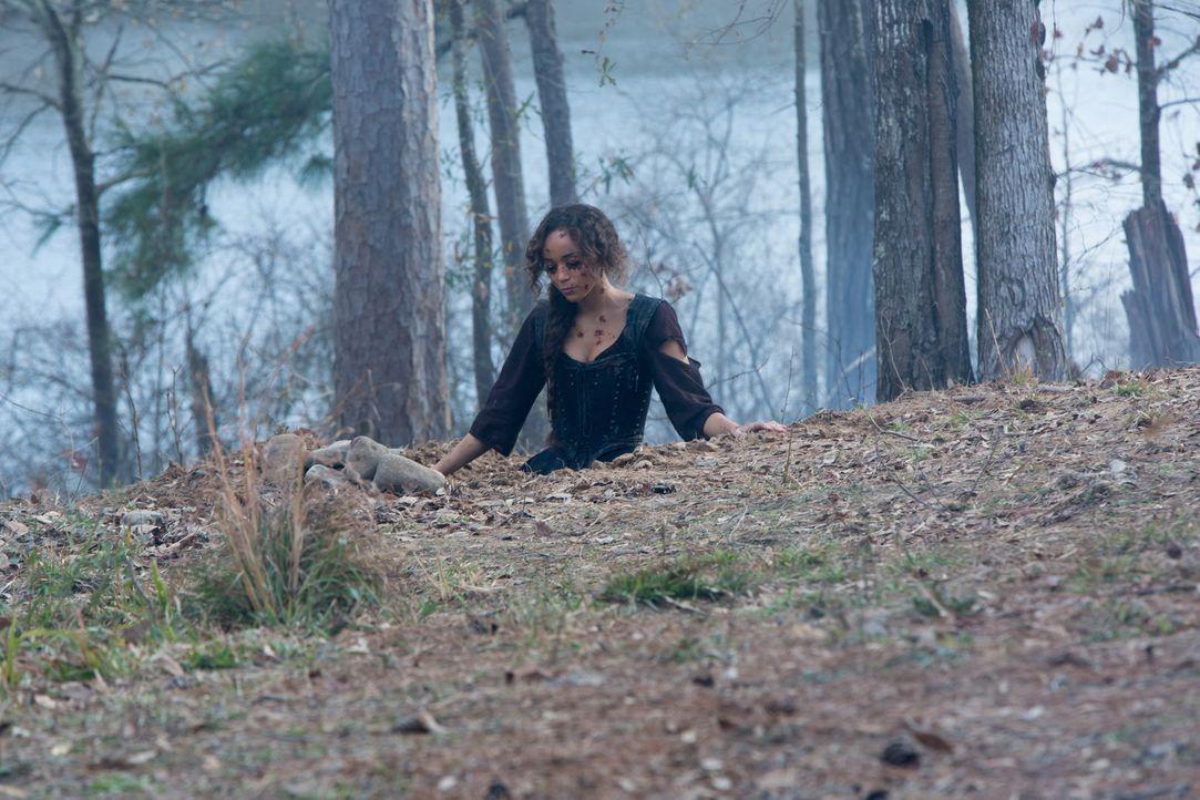 Noch kann sich Tituba (Ashley Madekwe) nicht sicher sein, ob sie mit dem Versuch, Mary zurück ins Leben zu holen, wirklich eine gute Entscheidung ge... - Bildquelle: 2016-2017 Fox and its related entities.  All rights reserved.