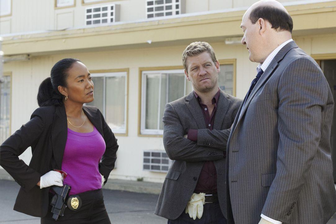 Ein neuer Mordfall beschäftigt Samantha Baker (Sonja Sohn, l.),  Bud Morris (John Carroll Lynch, r.) und Peter Dunlop (Nicholas Bishop, M.) ... - Bildquelle: ABC Studios