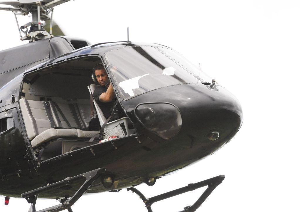 Bei einem gefährlichen Einsatz: Steve (Alex O'Loughlin) ... - Bildquelle: TM &   CBS Studios Inc. All Rights Reserved.