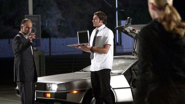 Chuck (Zachary Levi, M.) versucht zu vermitteln: Scheich Rajiv Amad (Anthony...