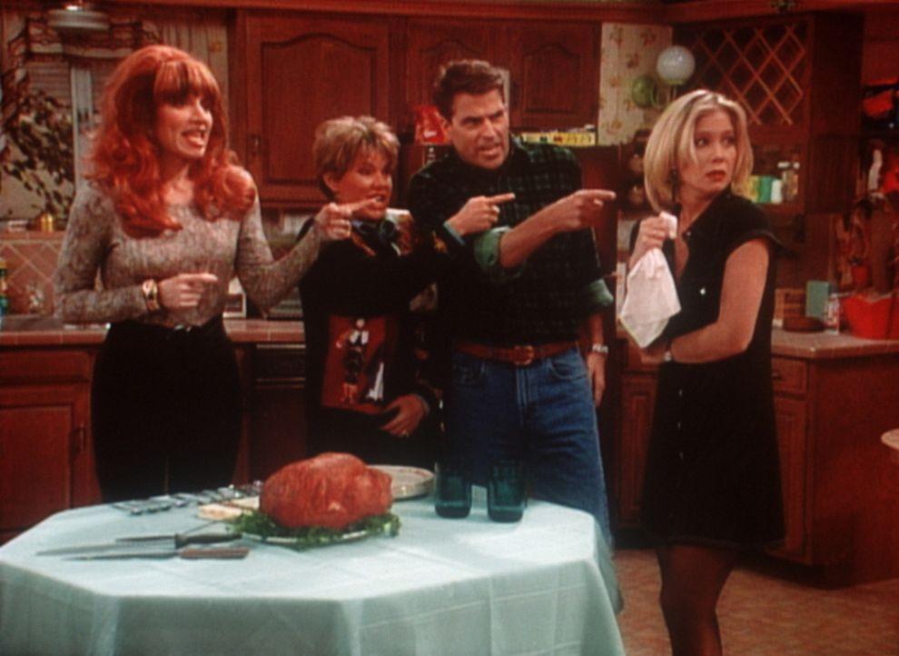 Tierliebe hört beim Magen auf - Fairness auch: (v.l.n.r.:) Peggy (Katey Segal), Marcy (Amanda Bearse), Jefferson (Ted McGinley) und Kelly (Christin... - Bildquelle: Columbia Pictures