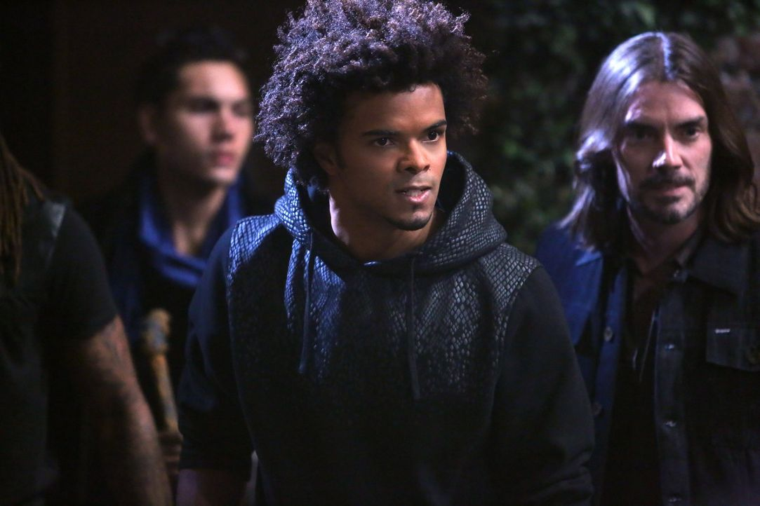 Diego (Eka Darville, M.) kämpft mit seinen Brüdern und Schwestern für die Freiheit der Vampire und wird alles verlieren ... - Bildquelle: Warner Bros. Television