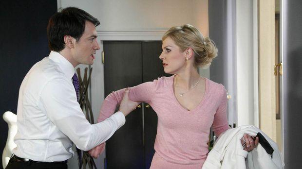Mark (Arne Stephan, l.) ist völlig irritiert von Alexandras (Ivonne Schönherr...