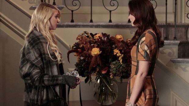 Nach alldem, was geschehen ist, vertraut sich Jenny (Taylor Momsen, l.)  Blai...