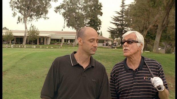 Mark (Dick Van Dyke, r.) gibt sich als der Gangsterboss Greg aus und versucht...