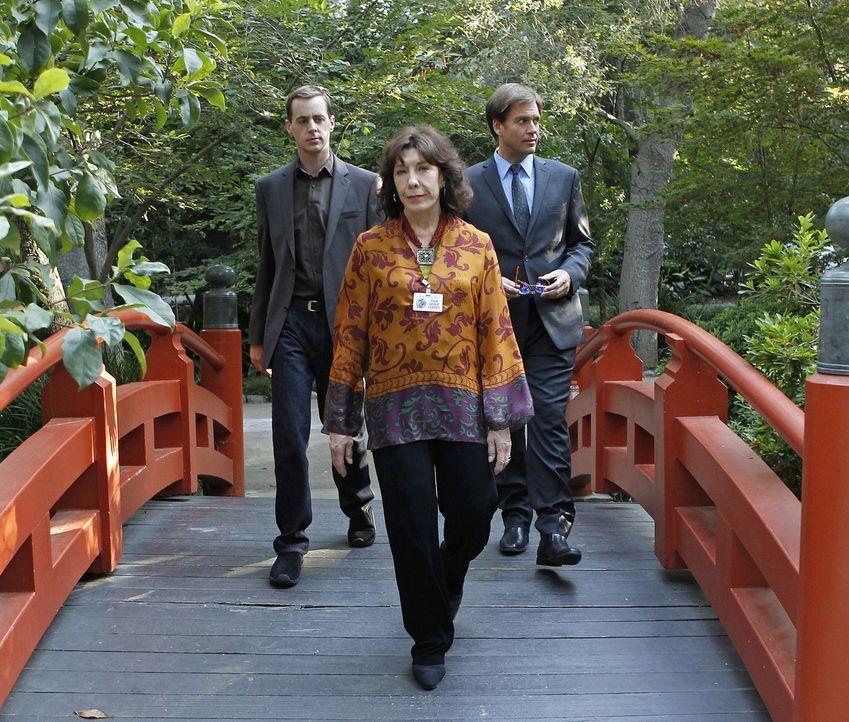 Das Team um Tony (Michael Weatherly, r.) muss den Mord an einem Offizier untersuchen, der an einem Geheimprojekt gearbeitet hat. Doch was hat McGees... - Bildquelle: CBS Television
