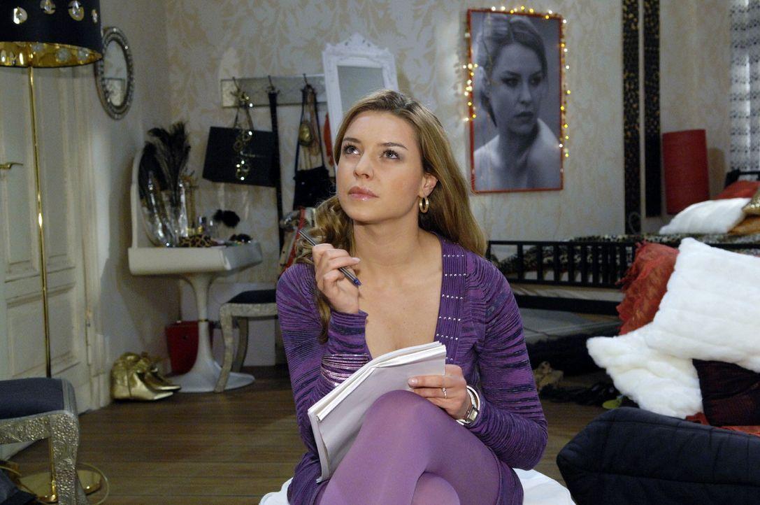 Katja (Karolina Lodyga) will mit allen Mitteln Jonas zurückgewinnen und versucht sich an einem Liebesbrief ... - Bildquelle: Claudius Pflug Sat.1