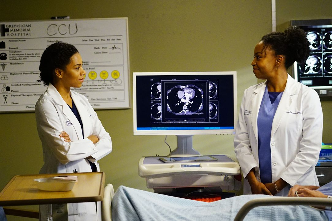 Versuchen alles, um ihren Patienten zu retten: Maggie (Kelly McCreary, l.) und Stephanie (Jerrika Hinton, r.) ... - Bildquelle: Richard Cartwright 2016 American Broadcasting Companies, Inc. All rights reserved.