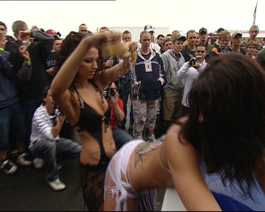 Beim Opeltreff in Oschersleben dürfen heiße Mädchen nicht fehlen ... - Bildquelle: SAT.1