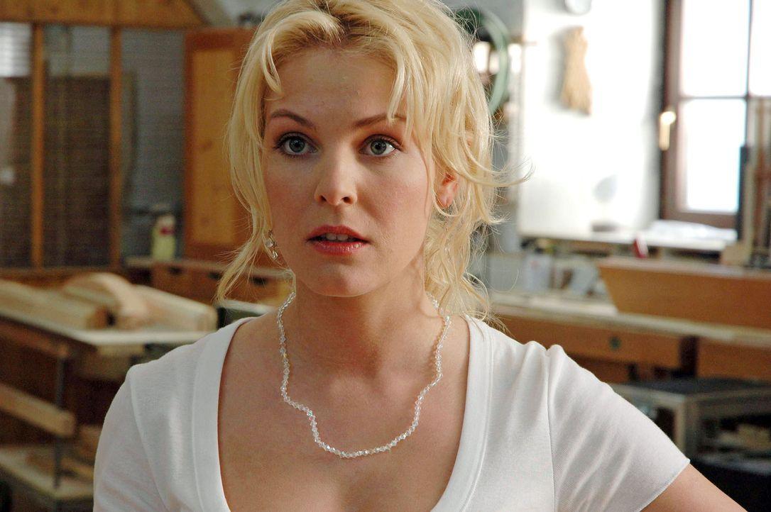 Die schüchterne Marie (Yvonne Schönherr) fühlt sich Jakob nicht gewachsen und bittet ihre schlagfertige Freundin Katharina um Hilfe: Sie soll ihr... - Bildquelle: Sat.1
