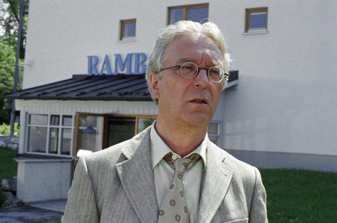 Für Toni Rambold (Gerd Anthoff) läuft es nicht so, wie er sich das erhofft hat ... - Bildquelle: Hans Seidenabel Sat.1