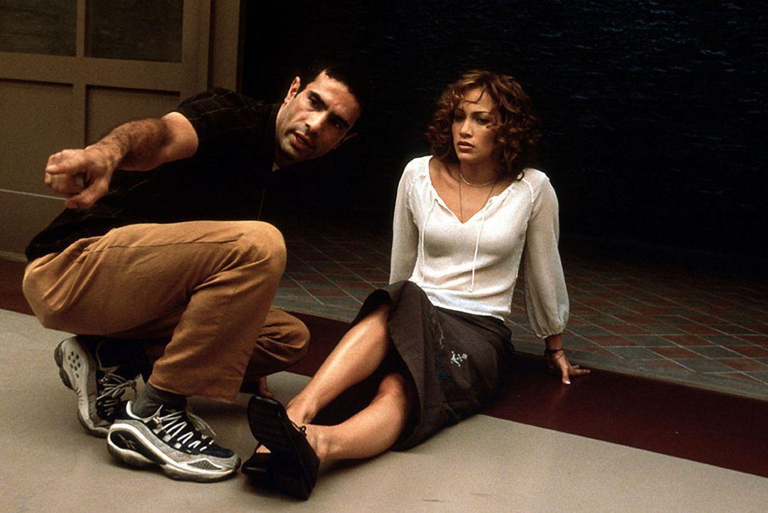 Regisseur Tarsem Duamdwar (l.) und seine Hauptdarstellerin Jennifer Lopez (r.) - Bildquelle: Kinowelt Filmverleih
