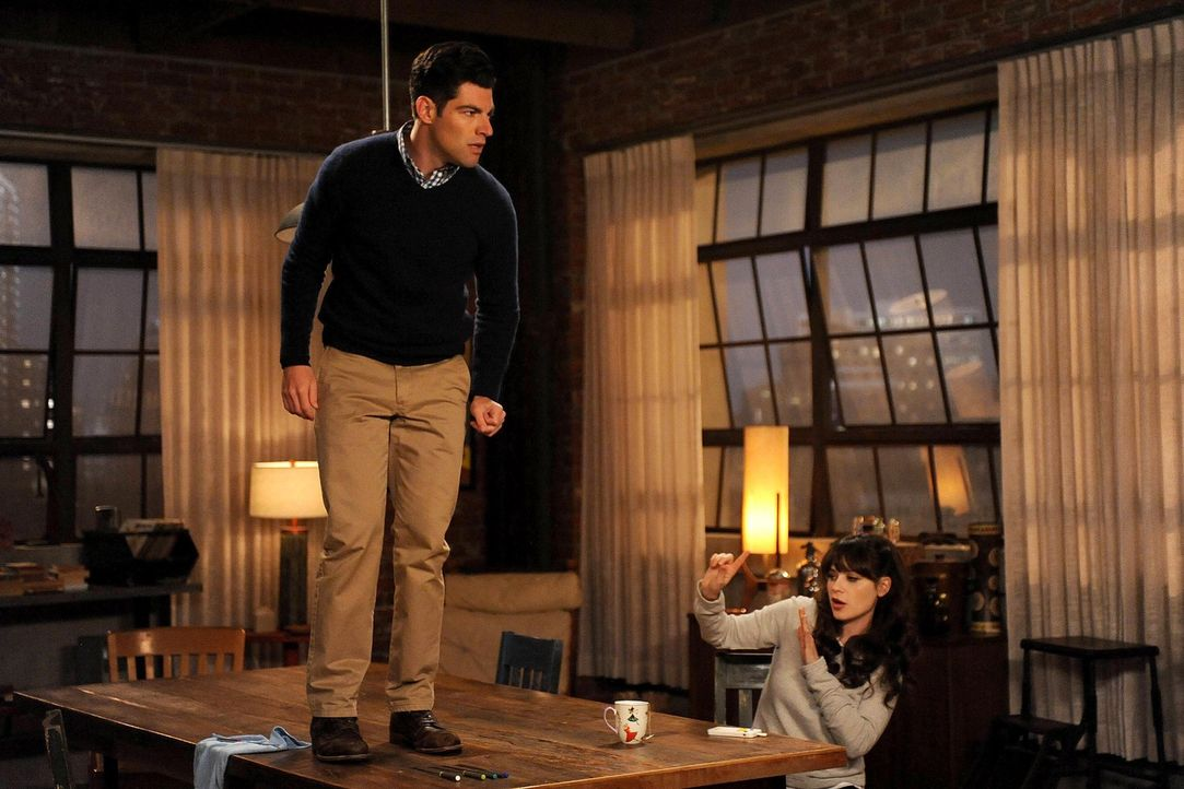 Eine Spinne auf Schmidts (Max Greenfield, l.) Hose, wird für Jess (Zooey Deschanel, r.) und all ihre Freunde zu einem riesigen Problem ... - Bildquelle: 2015 Twentieth Century Fox Film Corporation. All rights reserved.