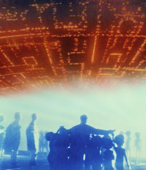 Ufos von einem fernen Planeten nehmen Kontakt mit Erdbewohnern auf und kündigen ihre Landung an. - Bildquelle: Columbia Pictures