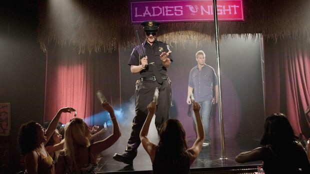 Durch Zufall landet Beaver (Aaron Hill, hinten r.) auf der Bühne, wo Heath (Z...