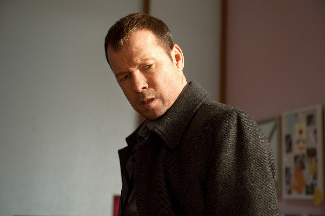 Danny (Donnie Wahlberg) merkt schnell, dass an der angeblichen Entführung von Chloe etwas nicht stimmt ... - Bildquelle: 2010 CBS Broadcasting Inc. All Rights Reserved