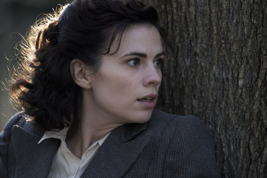 Als Eva Delectorskaya (Hayley Atwell) sich dazu entscheidet, als britische Spionin zu arbeiten, muss sie schnell erkennen, dass dieses Geschäft vor... - Bildquelle: TM &   2012 BBC