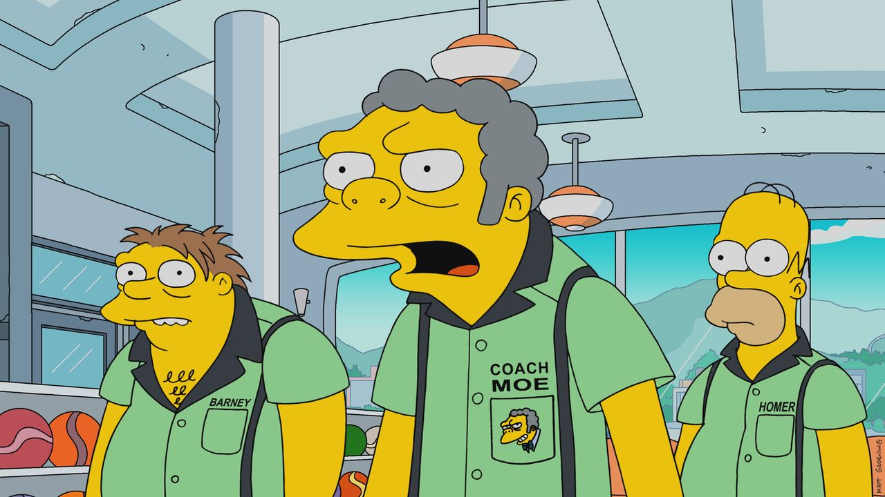 Moe (M.) fühlt sich vernachlässigt, sodass Homer (r.) kurzerhand ein Bowling-Team zusammen mit Lenny, Carl und Barney (l.) gründet, für das Moe als... - Bildquelle: 2017-2018 Fox and its related entities.  All rights reserved.