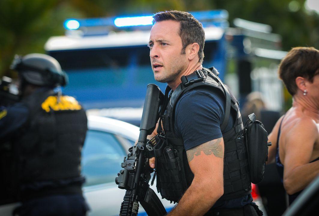 Als ein Tourist angeschossen und dessen Koffer geklaut wird, müssen Steve (Alex O'Loughlin) und sein Team ermitteln, wer und was dahintersteckt ... - Bildquelle: Norman Shapiro 2014 CBS Broadcasting Inc. All Rights Reserved.