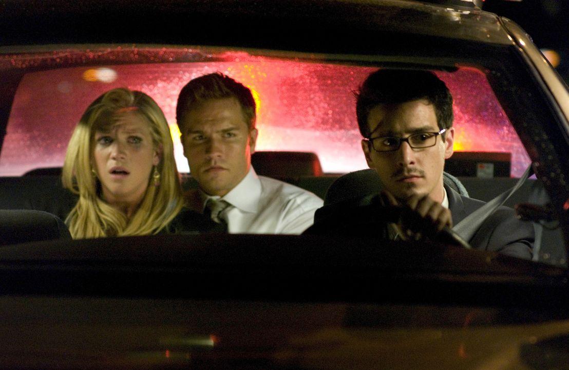 Noch glauben Donna (Brittany Snow, l.) und Bobby (Scott Porter, r.), dank Detective Nash (James Ransone, r.) endlich in Sicherheit zu sein ... - Bildquelle: 2008 Screen Gems, Inc. and Miramax Film Corp. All Rights Reserved.