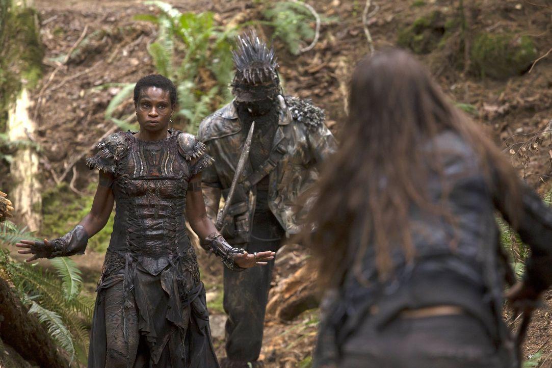 Lässt sich Indra (Adina Porter, l.) auf Octavias Forderungen ein? - Bildquelle: 2014 Warner Brothers
