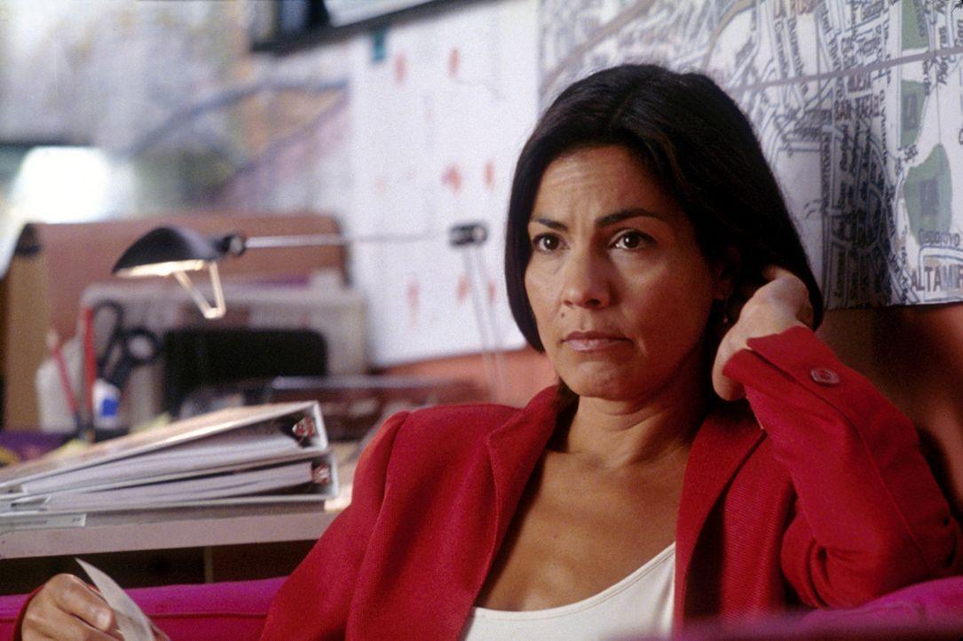 Aufgrund ihres Verhältnisses zum ehemaligen Interpol-Direktor Miguel Manzano gelangt die Journalistin Mariana (Rachel Ticotin) an wertvolle Informa... - Bildquelle: 2004 Epsilon Motion Pictures