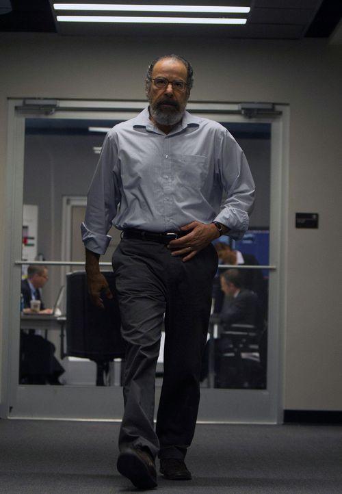 Saul (Mandy Patinkin) leitet als amtierender CIA-Direktor einen Vergeltungsschlag gegen die Drahtzieher des Anschlags auf drei verschiedenen Kontine... - Bildquelle: 2013 Twentieth Century Fox Film Corporation. All rights reserved.