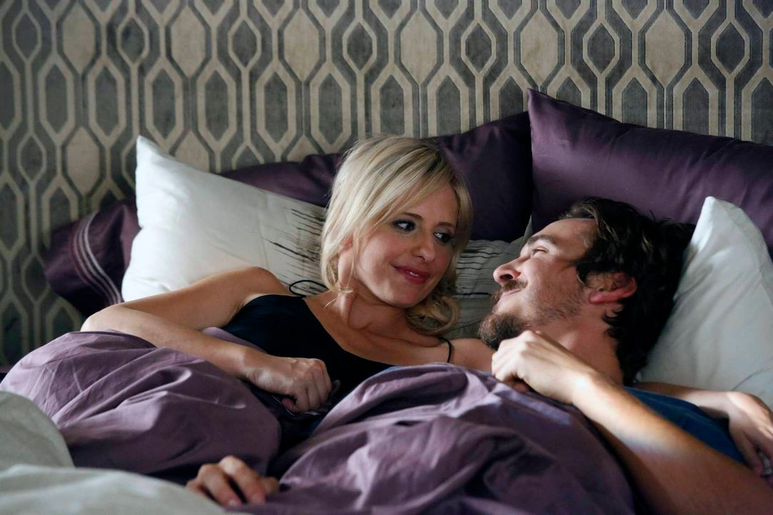 Sind glücklich miteinander: Sydney (Sarah Michelle Gellar, l.) und Owen (Steve Talley, r.) ... - Bildquelle: 2014 Twentieth Century Fox Film Corporation. All rights reserved.