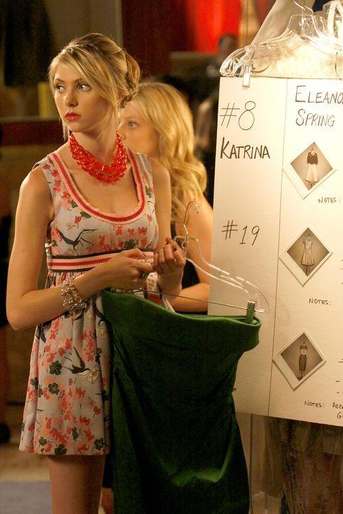 Ihr eigenes Kleid wird ein großer Erfolg bei der Fashion-Week: Jenny (Taylor Momsen) ... - Bildquelle: Warner Brothers