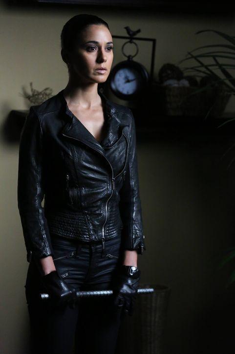 Lorelai (Emmanuelle Chriqui) kehrt zurück, fest entschlossen heraus zu finden, ob Red John etwas mit dem Tod ihrer Schwester zu tun hatte ... - Bildquelle: Warner Bros. Television